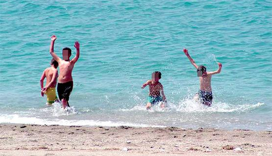 أطفال يواجهون مصائر مجهولة في رحلات يومية إلى البحر 2015-08-1821%3A41%3A