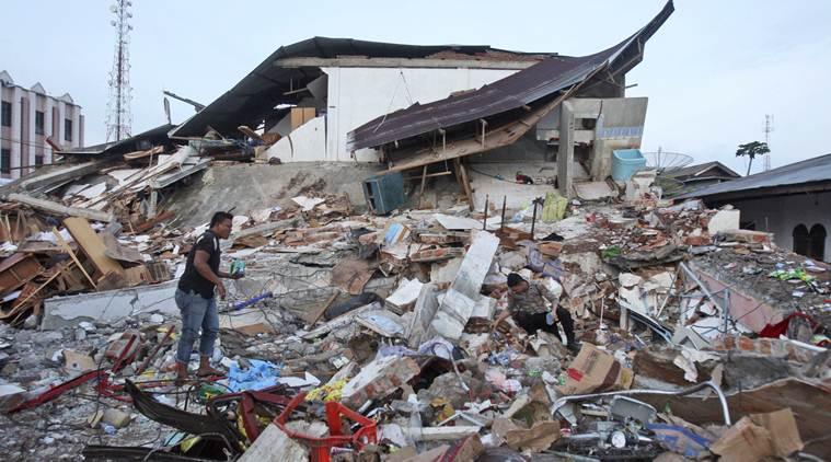 مشاهد غريبة لحظة زلزال إندونيسيا(فيديو) 2018-10-0720:51:05.682321-indi
