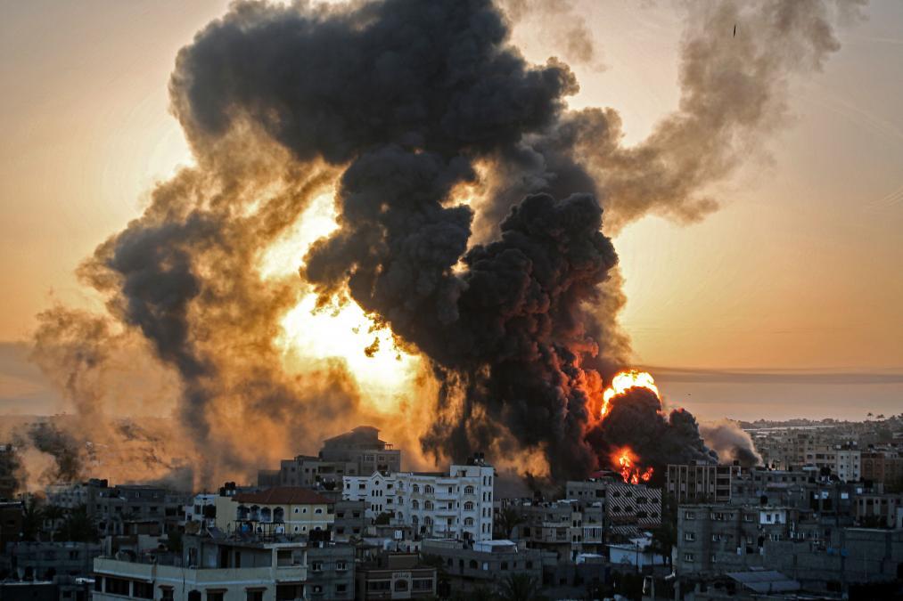 الكيان الصهيوني المجرم يطلق على غزة 110 من الصواريخ في اقل من 20 دقيقة